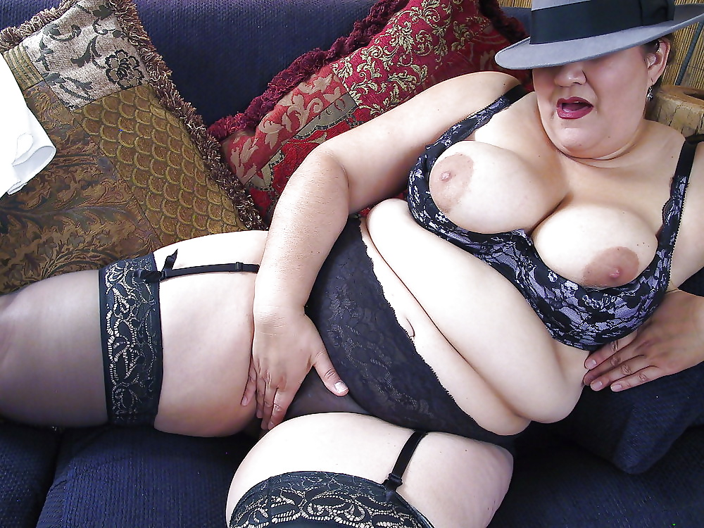 British Plumper With Two Big Handfuls